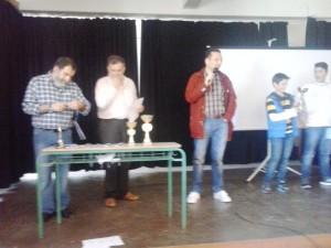 Ο Διευθυντής του Ζαννείου Πειραματικού Γυμνασίου Πειραιά απευθύνει χαιρετισμό στους συμμετέχοντες μαθητές και μαθήτριες.