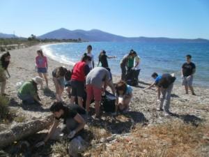 Καθαρισμός Ακτών από την Ομάδα ΠΕ Γυμνασίου Αλιβερίου