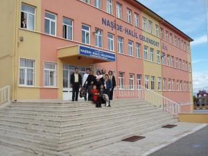 Στην είσοδο του σχολείου της Isparta, Τουρκία 2006