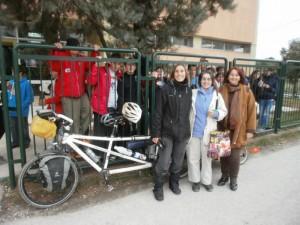 Αποχαιρετισμός στο Γυμνάσιο Αλιβερίου με την οικοδέσποινά τους Χριστίνα Μακρίδου