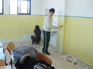 Βάφοντας την αίθουσα της Β Τάξης
