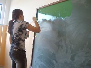Η Άννα βάφει τον πίνακα της Γ