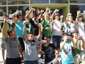 24.06.2008 Από μια φωτογραφική μηχανή δώρο του Ε.Τ. για να φωτογραφίσουν την καμμένη φύση