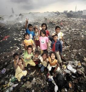 indonesia-children-garbage-dump