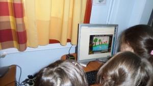 Βλέποντας τη συμμετοχή ενός άλλου σχολείου στην εικονογράφηση του κοινού μας παραμυθιού