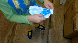 Ανοίγουμε το τσαλακωμένο χαρτί