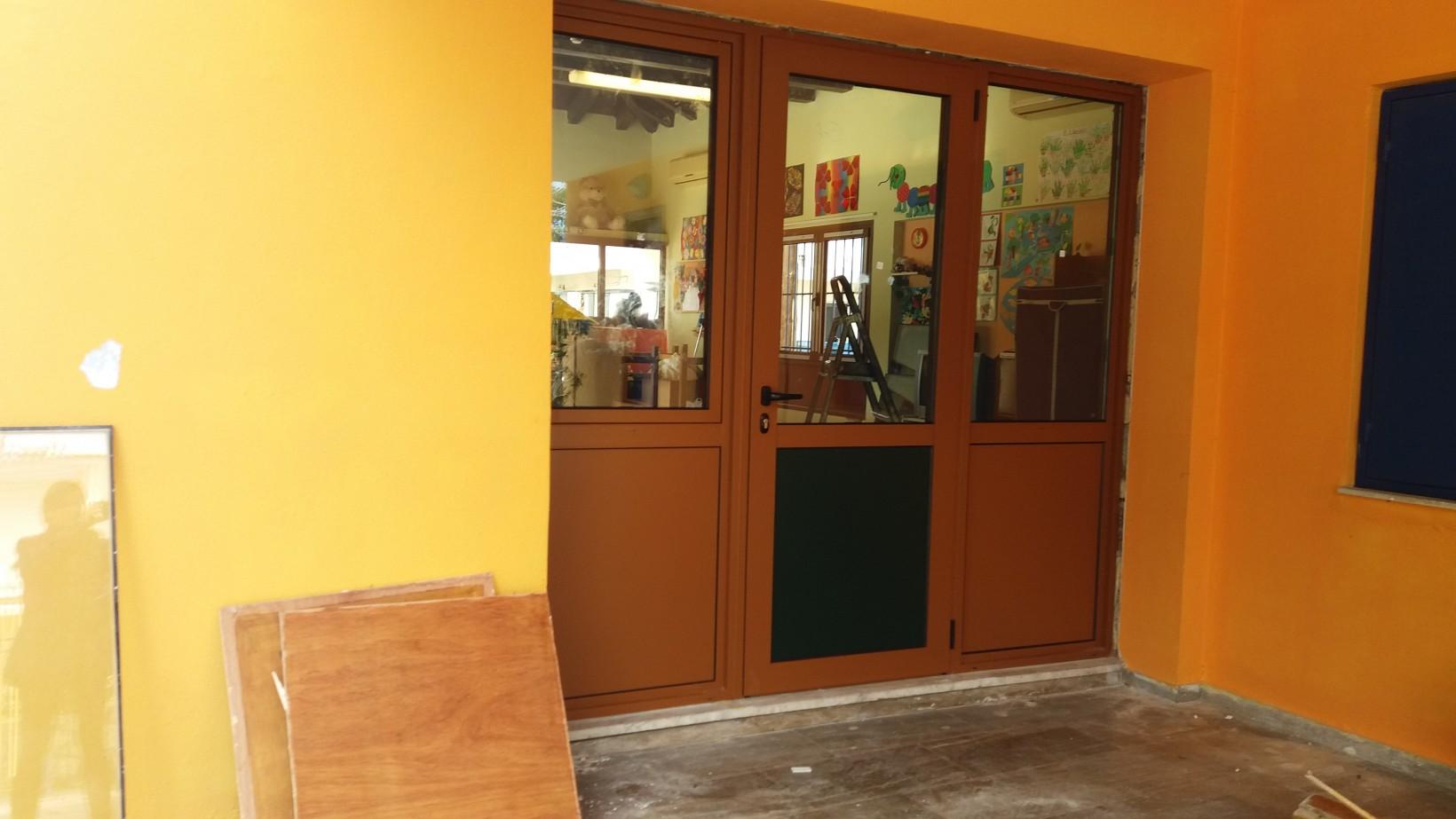 Πρωτοχρονιάτικο δώρο στο 6ο Νηπιαγωγείο Ναυπλίου η αλλαγή των ξύλινων κουφωμάτων με αλουμίνια