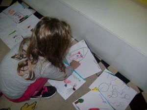 """και στη συνέχεια αφηγούμαστε ξανά την ιστορία μας """"διαβάζοντας"""" τις ζωγραφιές μας..."""