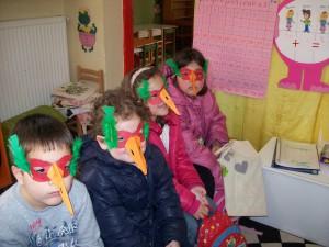 """Κατασκευάσαμε μάσκες """"πουλιά""""..."""