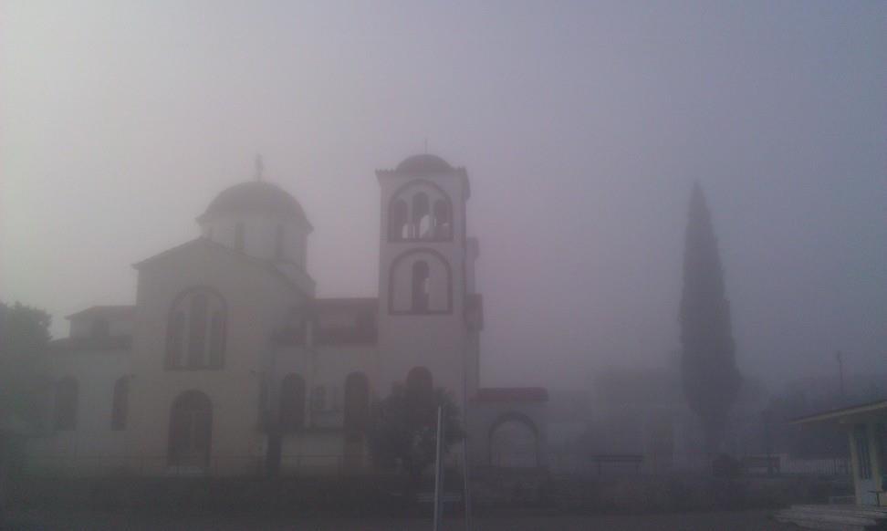 Η εκκλησία του χωριού σε απαλές γραμμές...