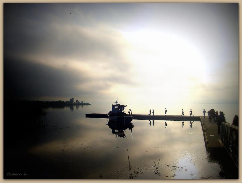 Η Τριχωνίδα,από την απέναντι πλευρά της λίμνης(Αμπάρια)