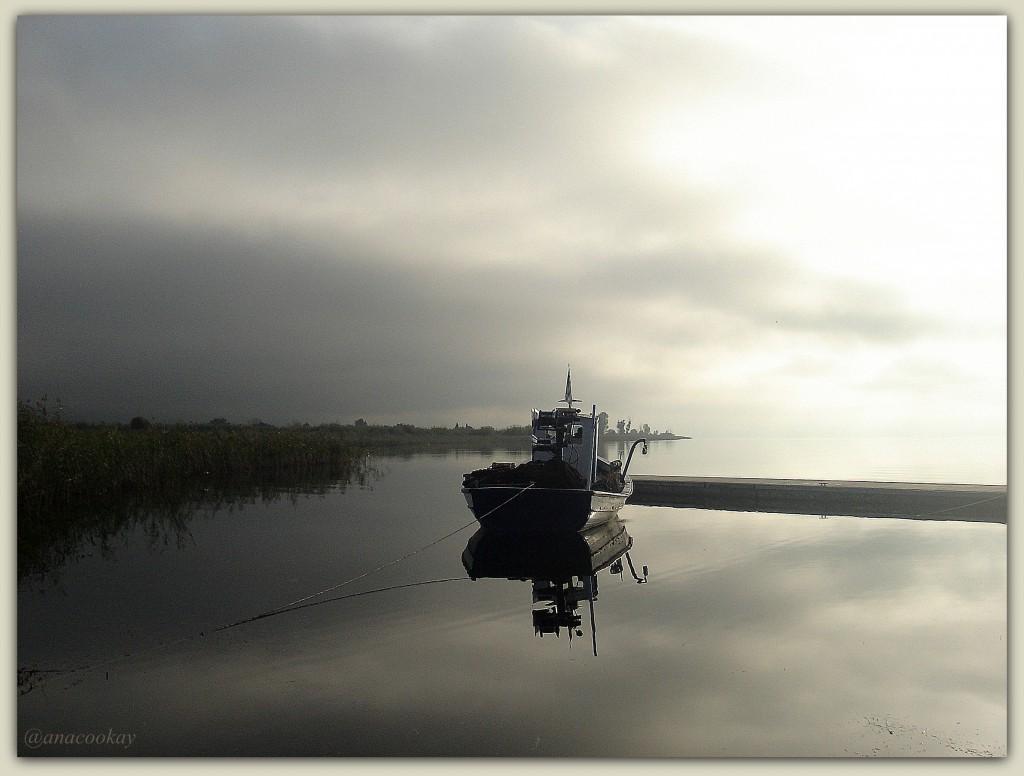 Υπερβολική υγρασία,μουντός ήλιος,ακύμαντα τα νερά της λίμνης...