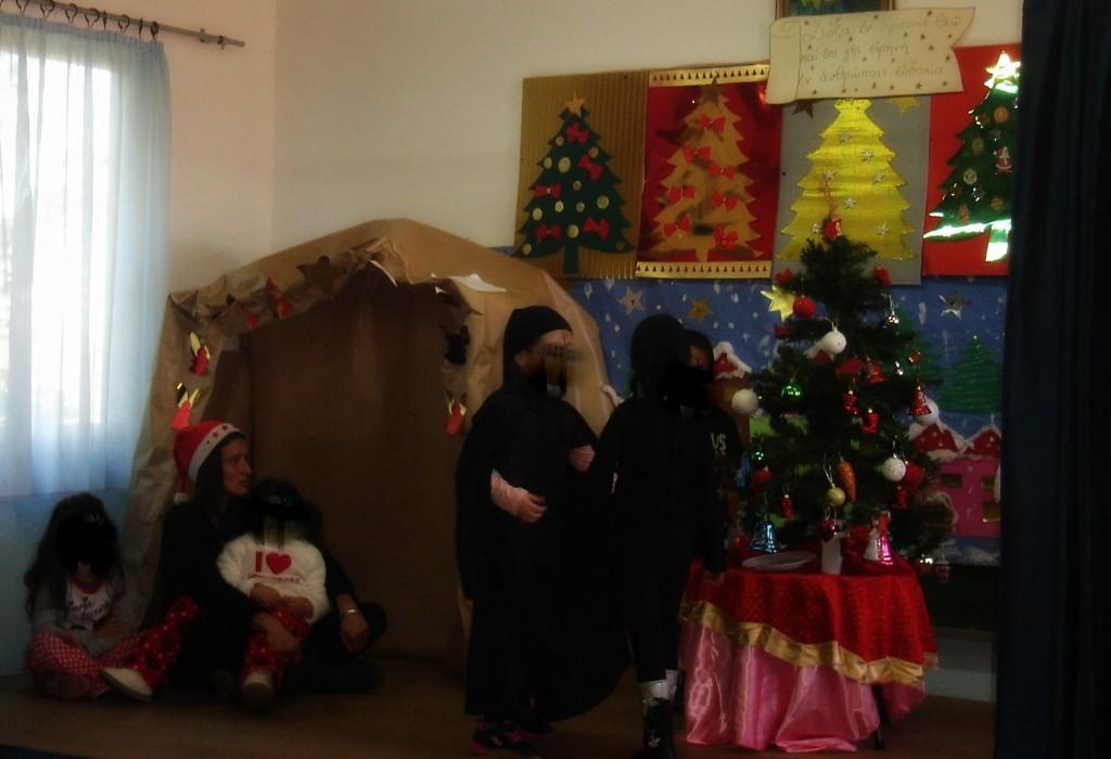 ....ακολούθησε το μικρό θεατρικό μας, μαζί με τους γονεί,τα Χριστουγεννιάτικα μπερδέματα...