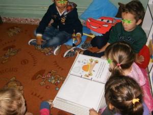 Μιλήσαμε για τους κάνόνες σωστής χρήσης των βιβλίων και διαβάσαμε ένα σχετικό βιβλίο. Το βρήκαμε στο http://xwrapaidiwn.blogspot.gr/2011/10/blog-post_09.html#more