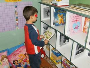 Τακτοποιήσαμε τα βιβλία σε συγκεκριμένη θέση, όπως γίνεται σε όλες τις βιβλιοθήκες.