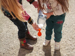 και μπαλόνια με νερό.
