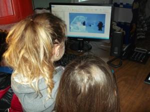 Είδαμε στο υπολογιστή ότι κάποιοι  δημιουργούν από πάγο γλυπτά!  Εδώ μια  αρκουδίτσα.