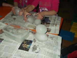 Μπορούμμε κι εμείς  να δημιουργήσουμε γλυπτά στον πάγο αν τα βάλουμε δίπλα δίπλα!