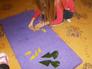 Τα φύλλα κομματάκια παζλ για να ενώσουμε!