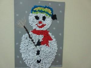 και μετά από αρκετή δουλειά ο χιονάνθρωπός μας είναι έτοιμος. Καλός;