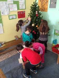 Ο στολισμός του χριστουγεννιάτικου δέντρου μας