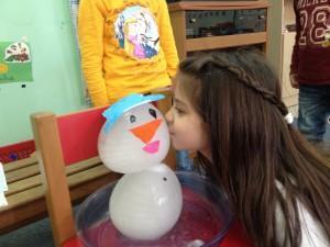 ...και Έτοιμος ο Χιονανθρωπάκος μας!!!