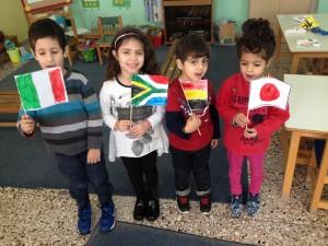 Τα παιδιά επέλεξαν μόνα τους και δημιούργησαν τη σημαία μιας άλλης χώρας