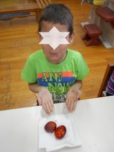 Αφαιρέσαμε το γκοφρε γύρω από το αυγό και αυτό είναι το αποτέλεσμα.