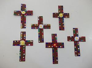 Ο Τίμιος Σταυρός. Κατασκευή που ταιριάζει στο Πάσχα, αλλά και στον εορτασμό της Υψώσεως του Τιμίου Σταυρού  στις 14 Σεπτεμβρίου.