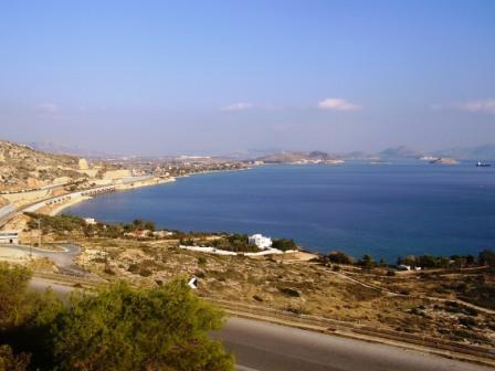 Παραλία Μεγάρων (στο βάθος η Σαλαμίνα)