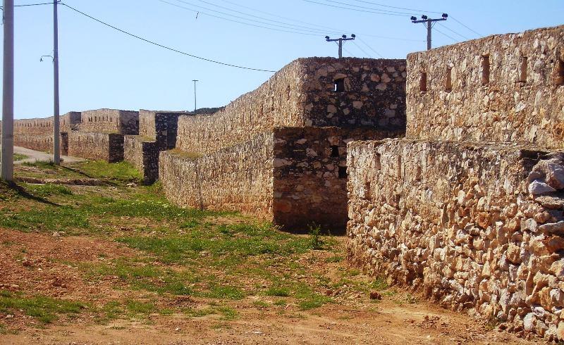 Το τείχος στην Αγία Τριάδα