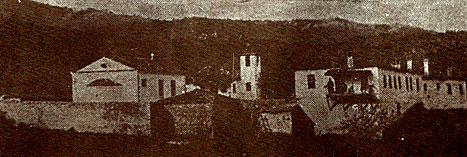 Η μονή Ζιδανίου –Ζντιάν(ι) στην τοπική διάλεκτο- σε προπολεμική φωτογραφία όπου διακρίνονται τα κελιά δεξιά και το καθολικό αριστερά. Ο ηγούμενός του κι έξι λαϊκοί εκτελέστηκαν από άντρες του Γαλλικού Στρατού το 1917 με την κατηγορία της υπόθαλψης βασιλικών στρατιωτών (πηγή: http://www.mikrovalto.gr/index.php?option=com_content&view=article&id=2932:-1917&catid=68:2009-11-05-19-52-09&Itemid=180)
