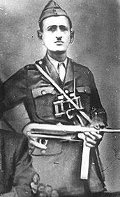 Αντικομουνιστής οπλαρχηγός από την ύπαιθρο της Εορδαίας. Βρισκόταν μέσα στα Πετρανά κατά την περίοδο της πολιορκίας του χωριού από τους αντάρτες του ΕΛΑΣ το Νοέμβριο του 1944
